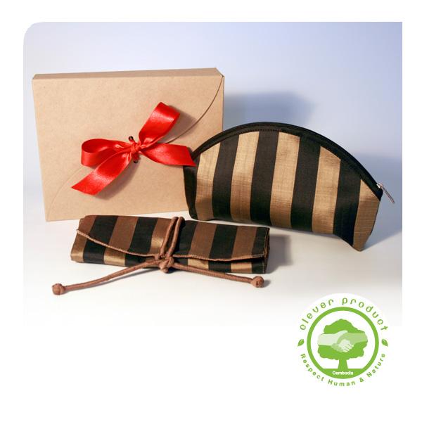 coffret cadeau voyage 2 accessoires en soie fine or lumi res du monde paris. Black Bedroom Furniture Sets. Home Design Ideas